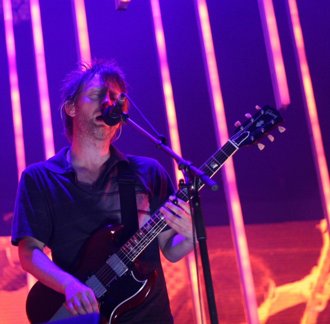 Thom Yorke singing in a Radiohead concert in Amsterdam.