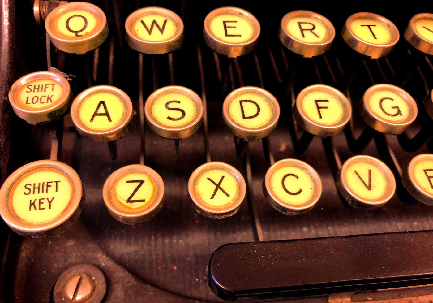 How to capitalize the first letter of each word in presto. This is an image of an old typewriter.