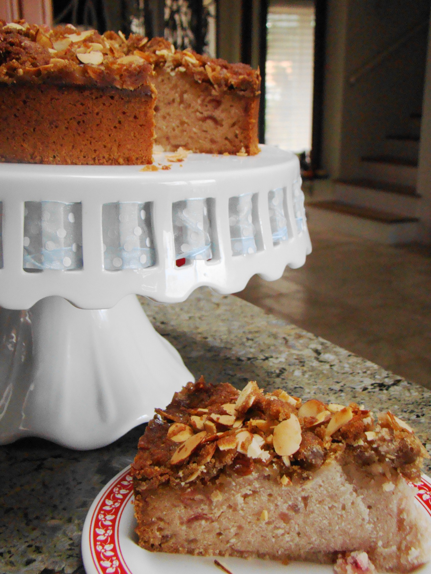 By Vegan Feast Catering—Cranberry Coffee Cake, CC BY 2.0, https://commons.wikimedia.org/w/index.php?curid=35600964