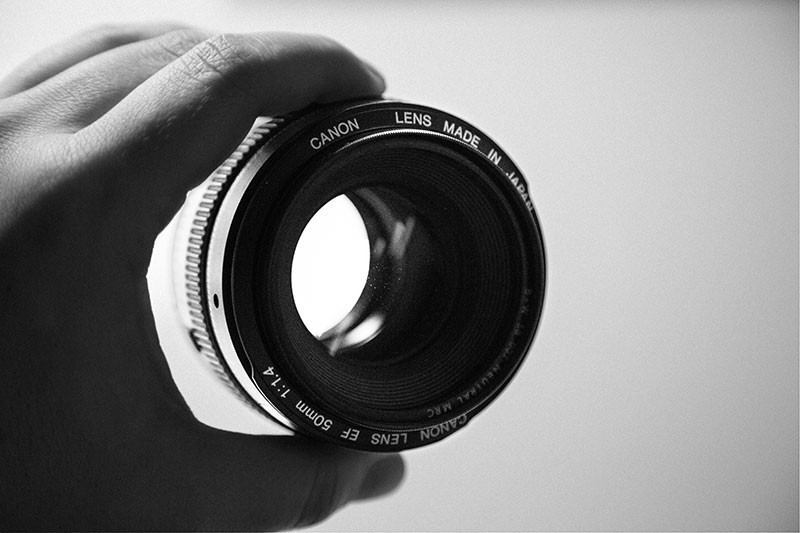 What are prime lenses? Photography by Monica Galvan.