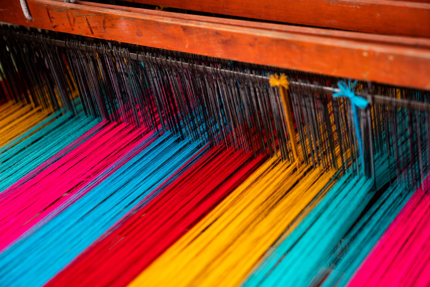 Different colour threads on a loom