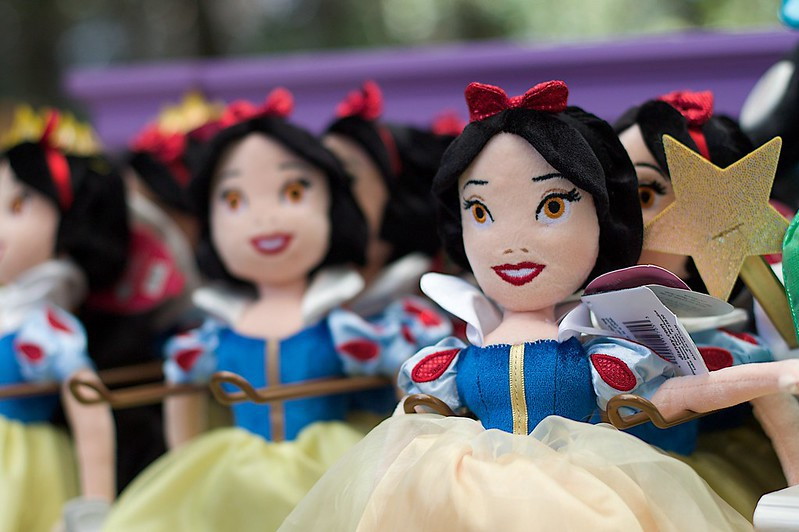 Snow white dolls that look like they're in the uncanny valley