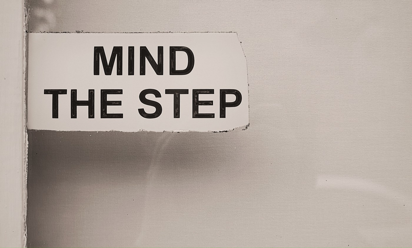 'Mind the step' sign