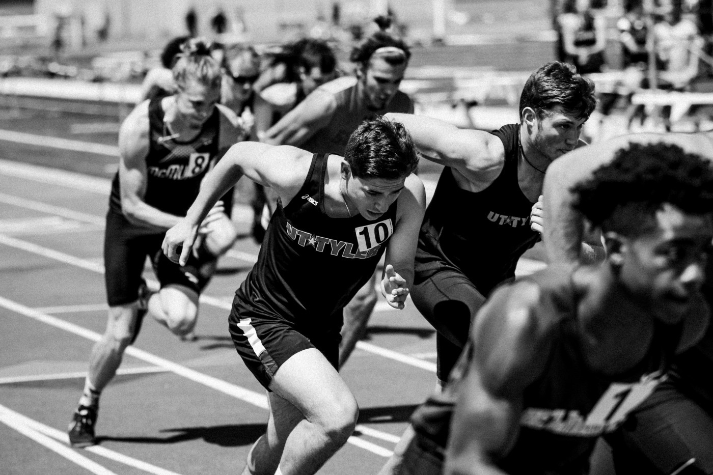 Black and white picture of runners on track
