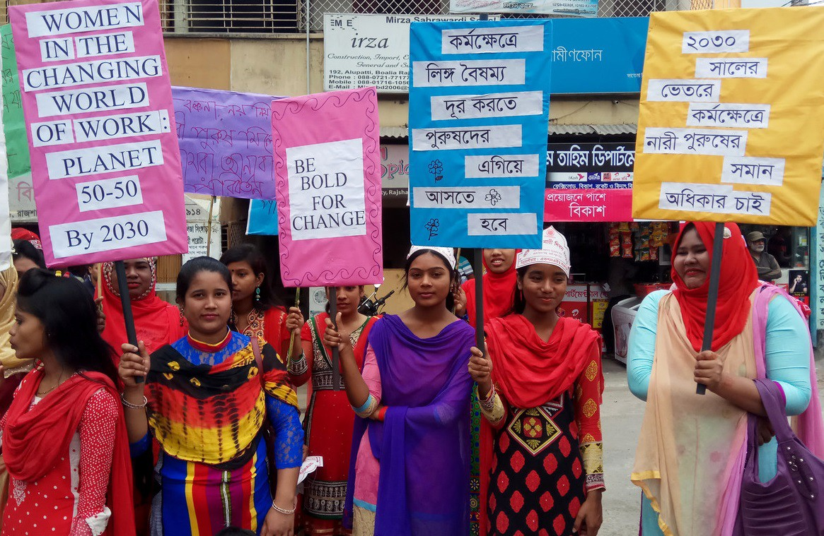 Young women in Bangladesh campaign against violence and early marriage