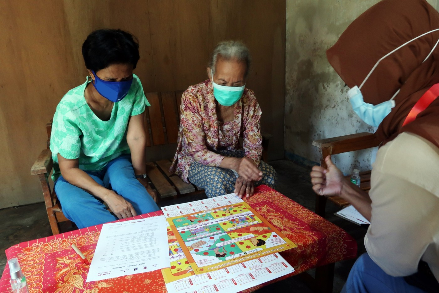 Ratna when delivering COVID-19 risk information and prevention education to an elderly participant who was accompanied by a family member