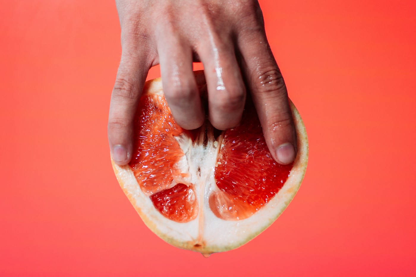Half grapefruit fingered to support a story about sex and virality