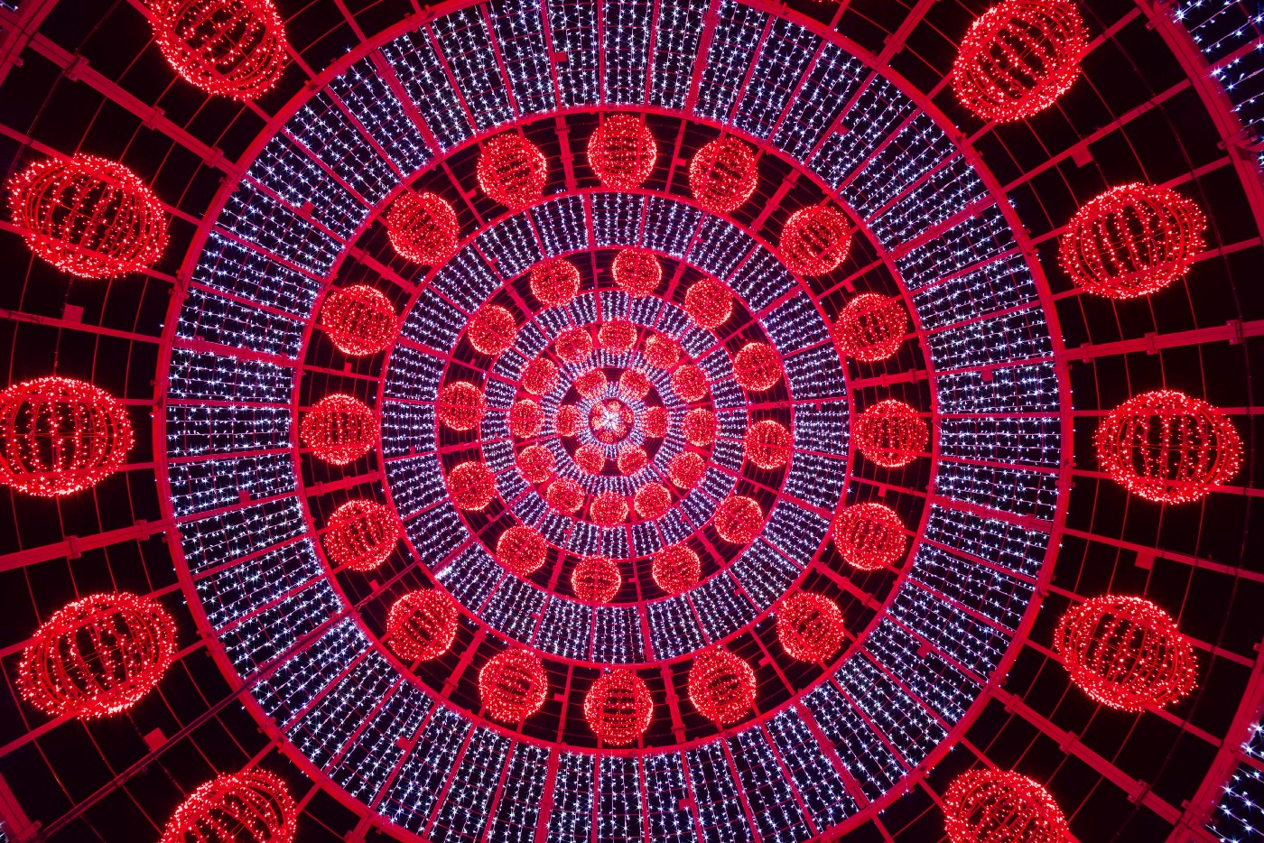 Christmas lights in Portugal showing concentric circles of red and blue light