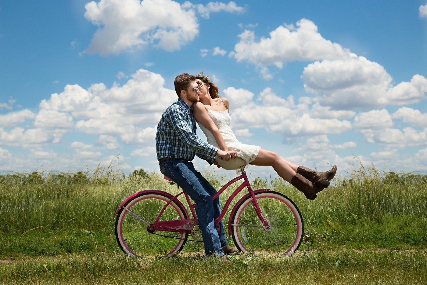 photo of an incredibly-in-lurve couple on a bicycle