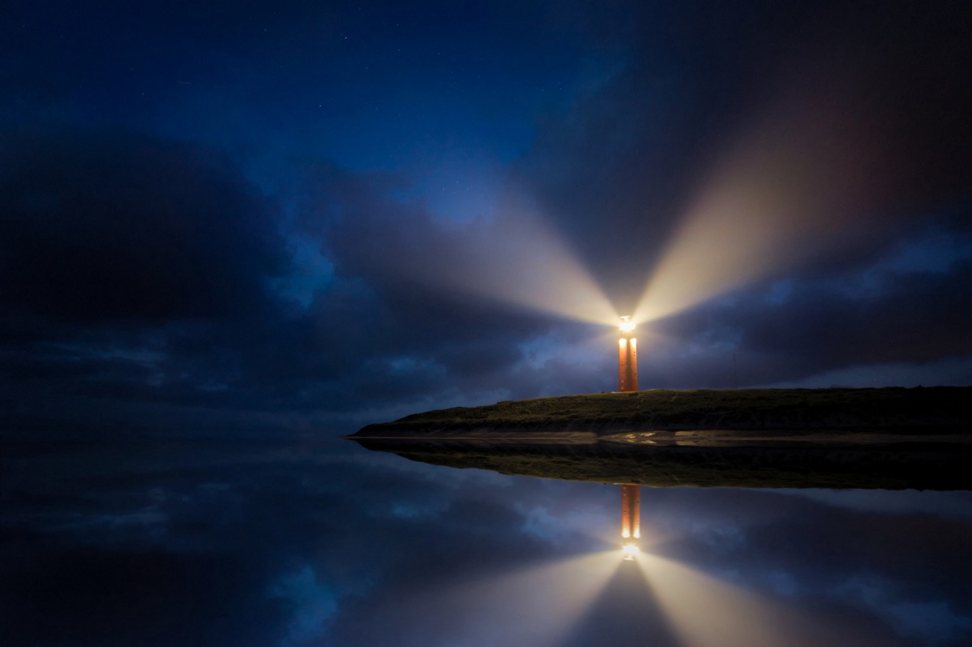 lighthouse image to present too much depth and hidden things