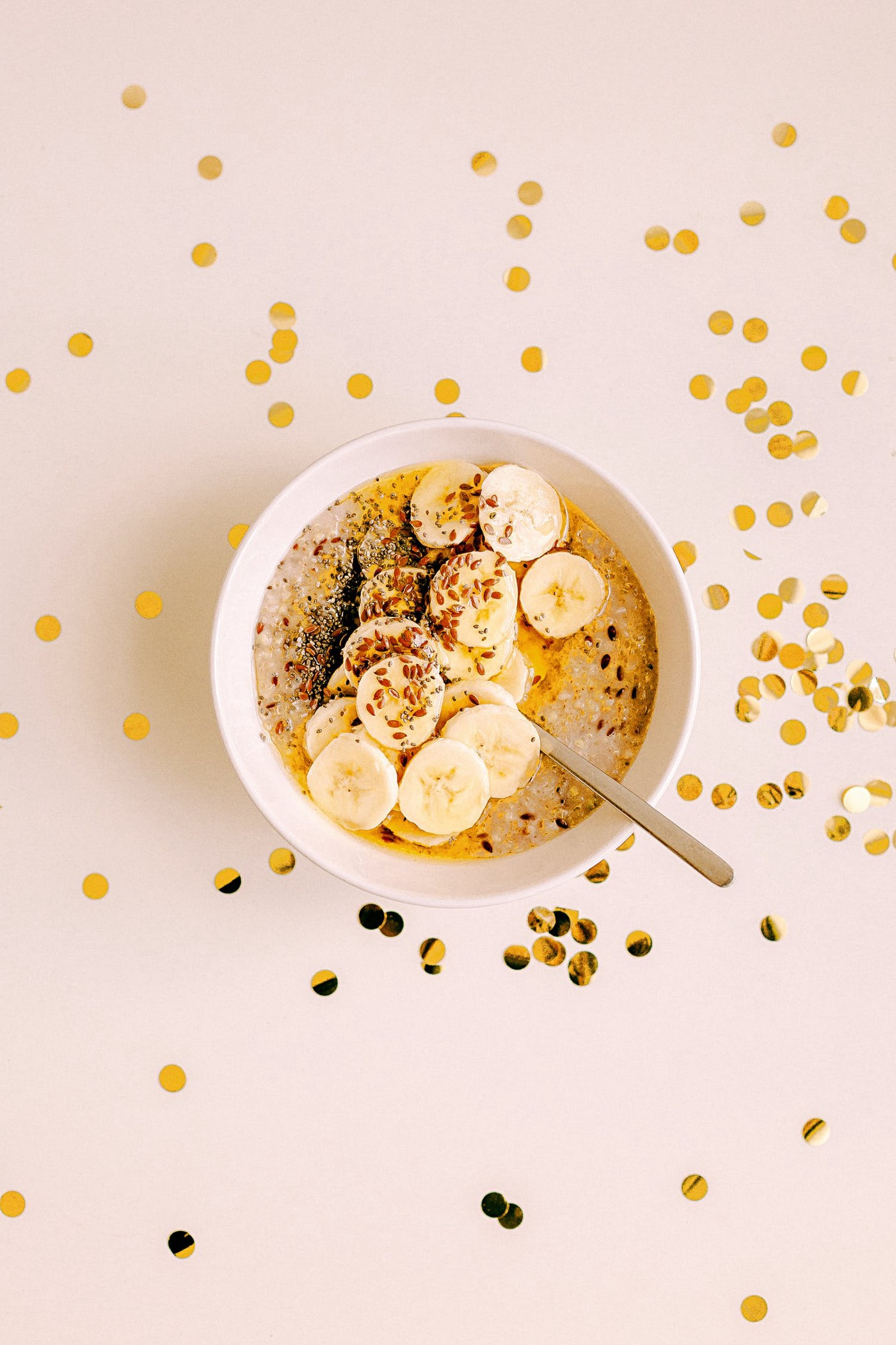 vegan sugarfree breakfast in bowl with bananas, quaker and seeds