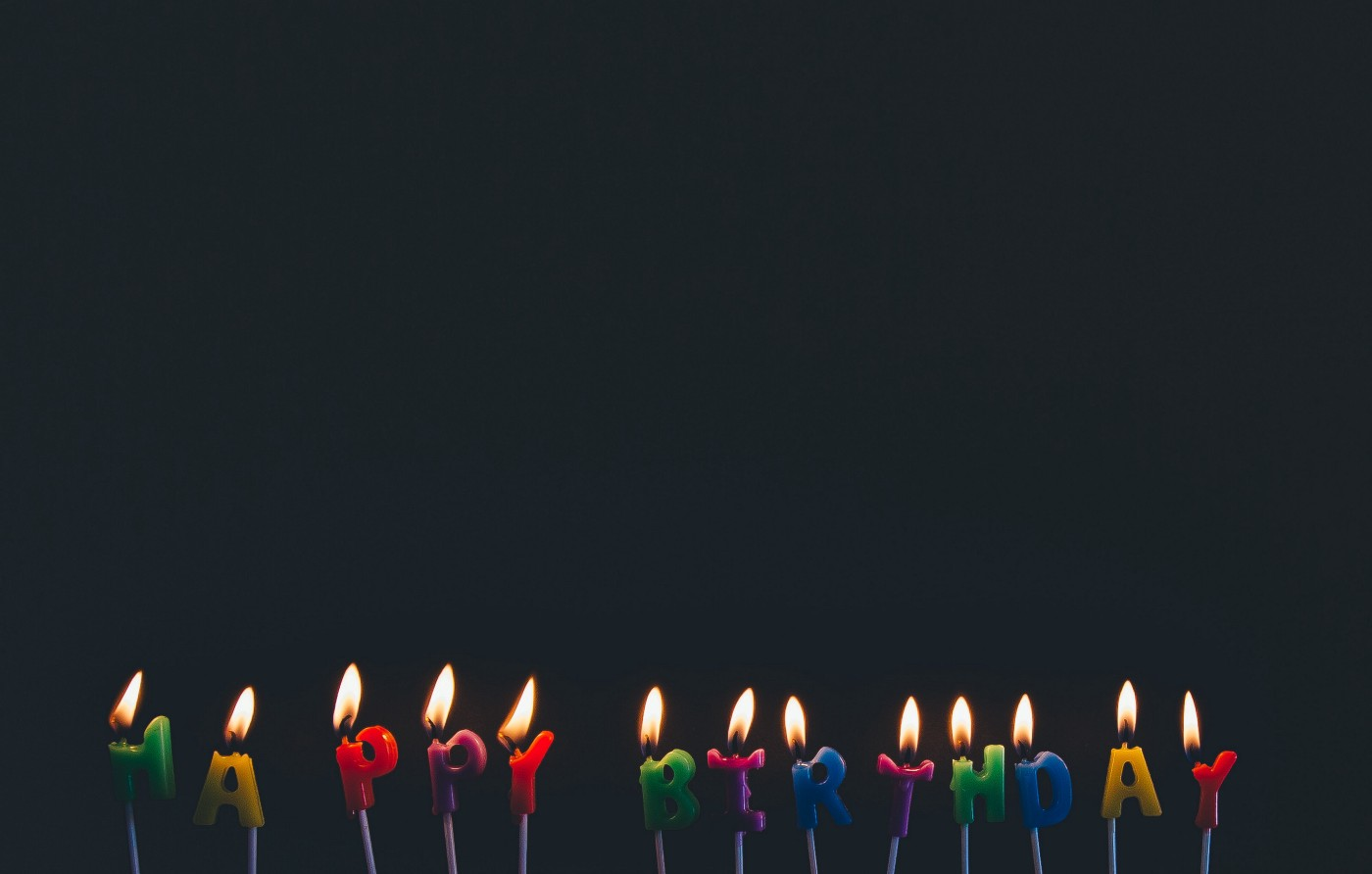 candles that spell out happy birthday