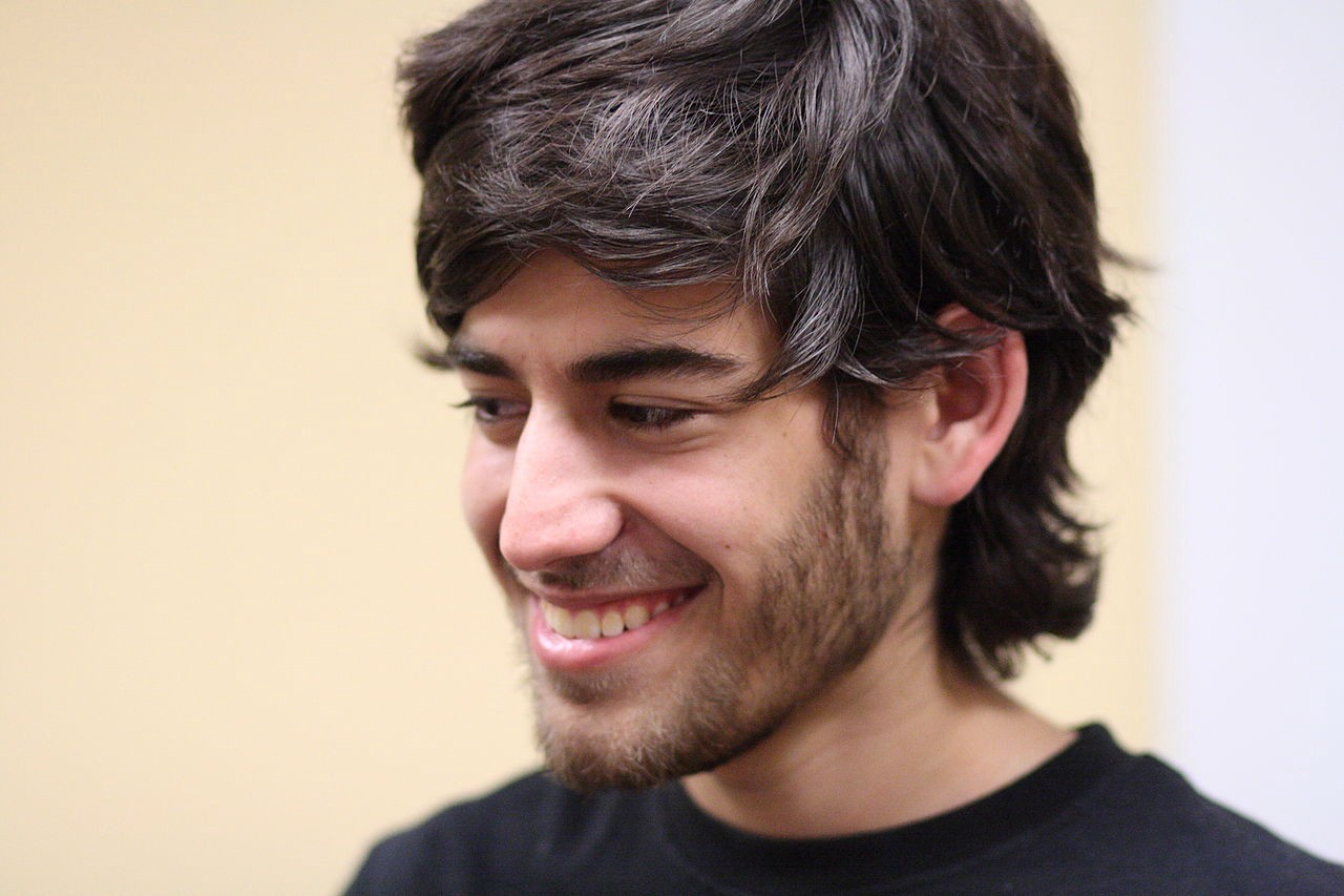 A 2009 portrait of Aaron Swartz. Image: Sage Ross https://commons.wikimedia.org/wiki/File:Aaron_Swartz_2_at_Boston_Wikipedia_Meetup,_2009-08-18.jpg CC BY-SA: https://creativecommons.org/licenses/by-sa/2.0/deed.en