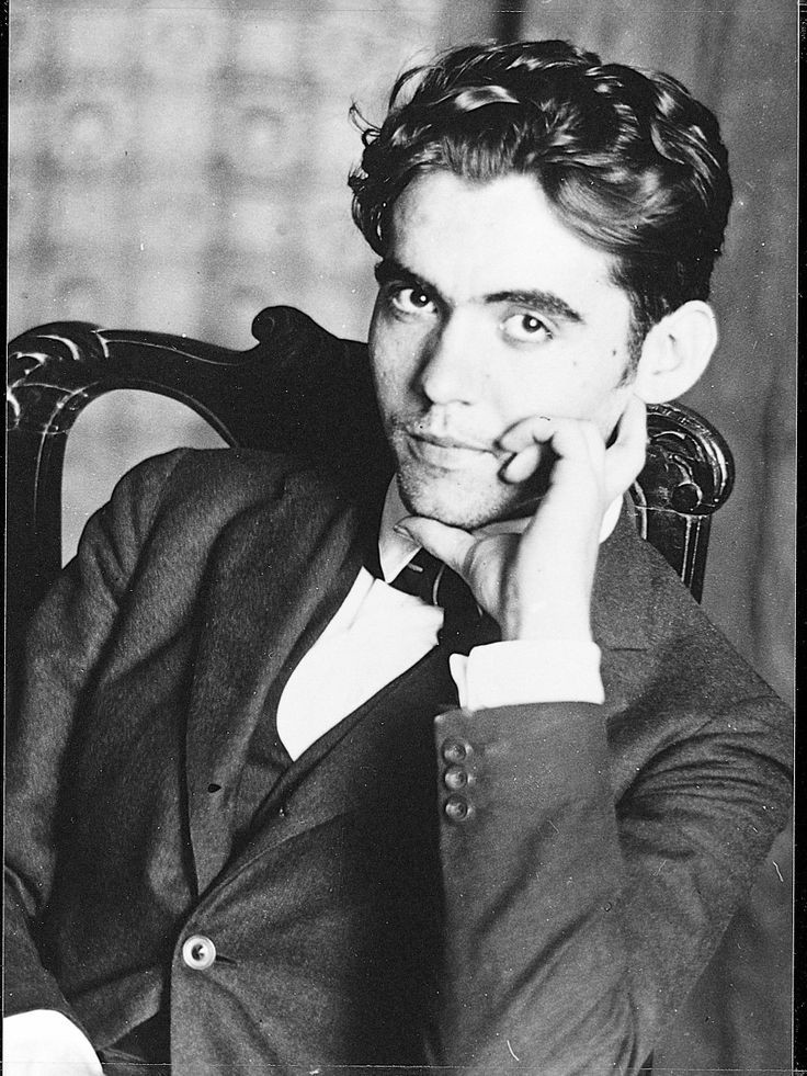 B&W photo of Spanish poet Garcia Lorca in suit and tie, seated