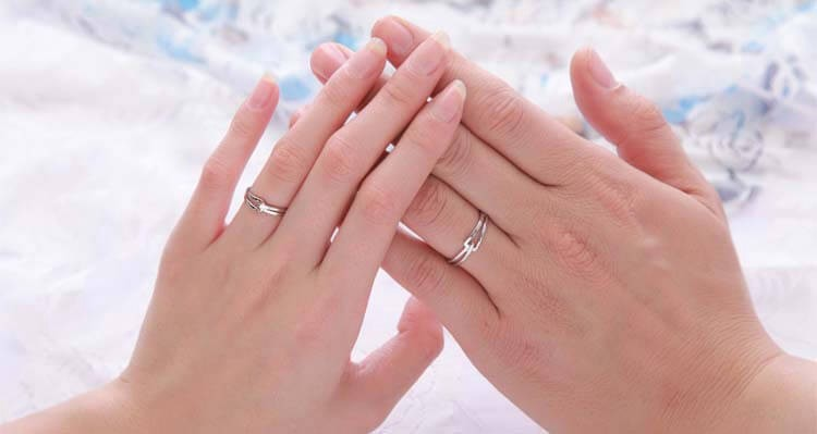 Where does a promise ring go