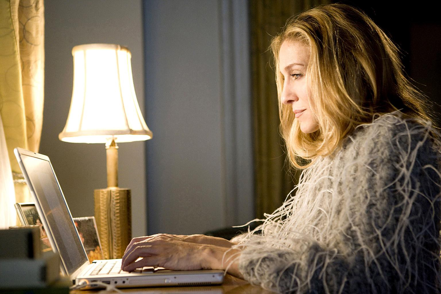 Carrie Bradshaw writing on her laptop in Sex and the City