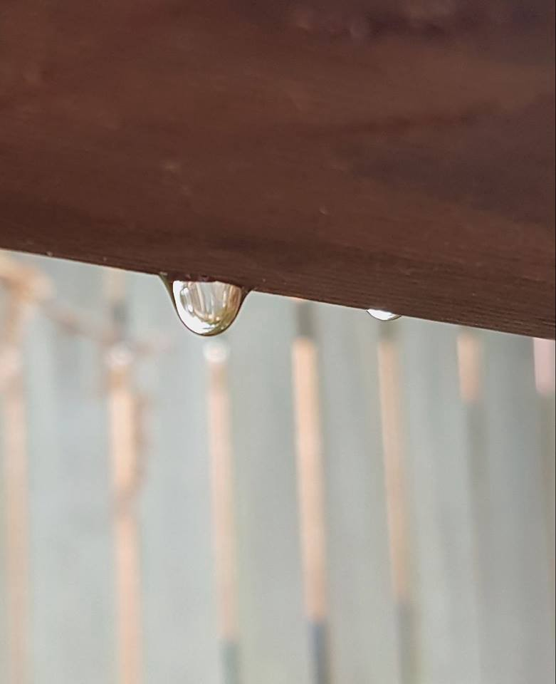 Blur the background by having distance behind the water droplet