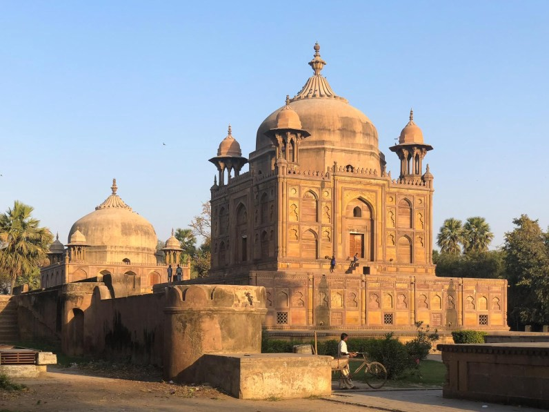 Allahabad's Khusro Bagh & how there might have been no Taj Mahal // Mughal architecture in India // gonewithawhim.com