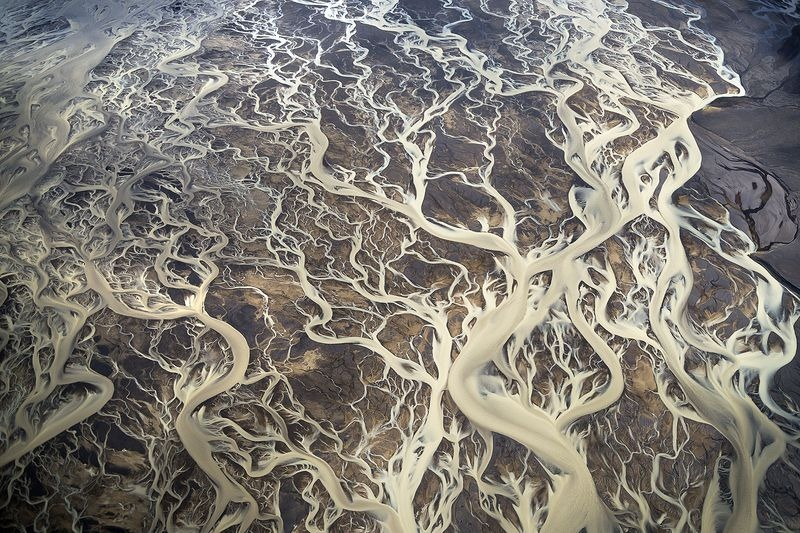 Intricate pattern formed by hundreds of streams intersecting with each others