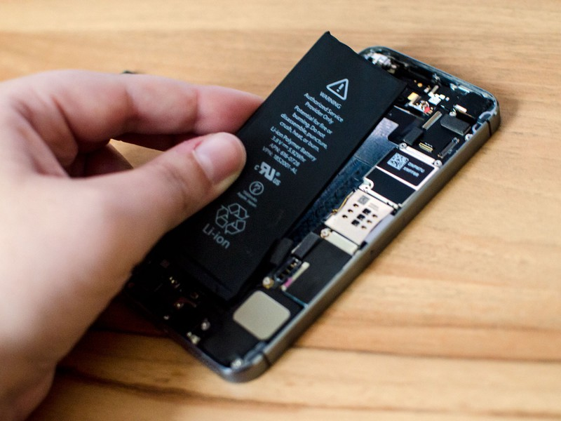 How To Fix a Broken Charging Port of an iPhone 6 | Oxford