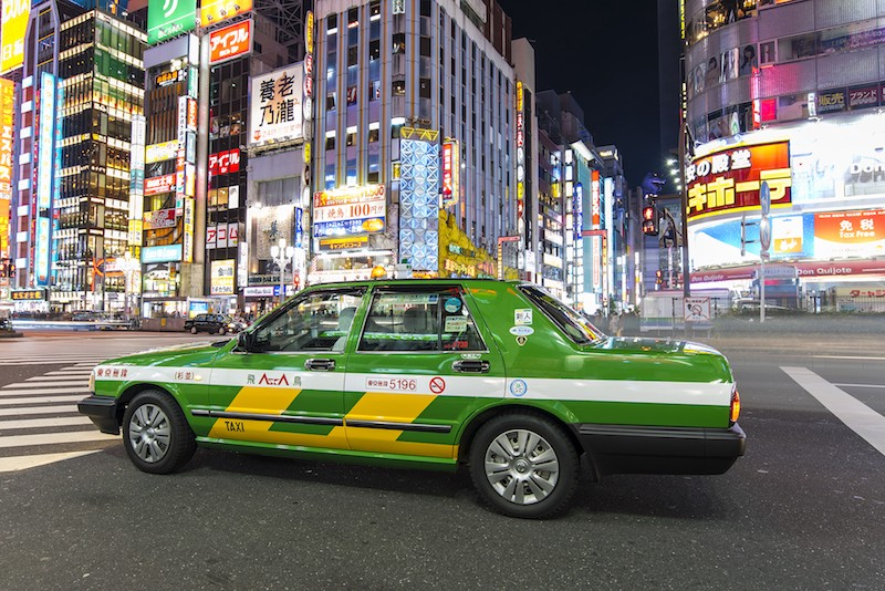 tipping shuttle driver in japan