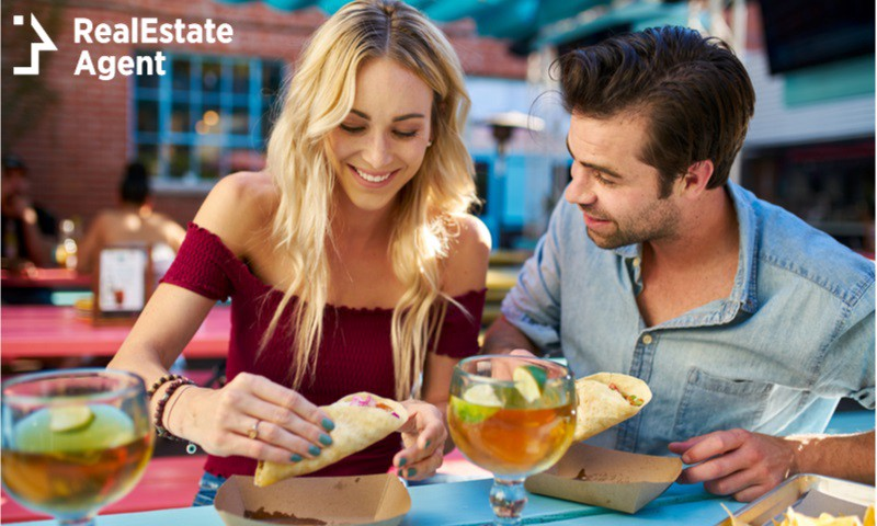 couple eating tacos outdoor