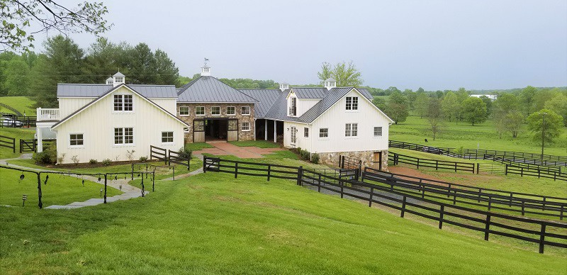 Beautiful horse stables and corral in Warrenton, Virginia
