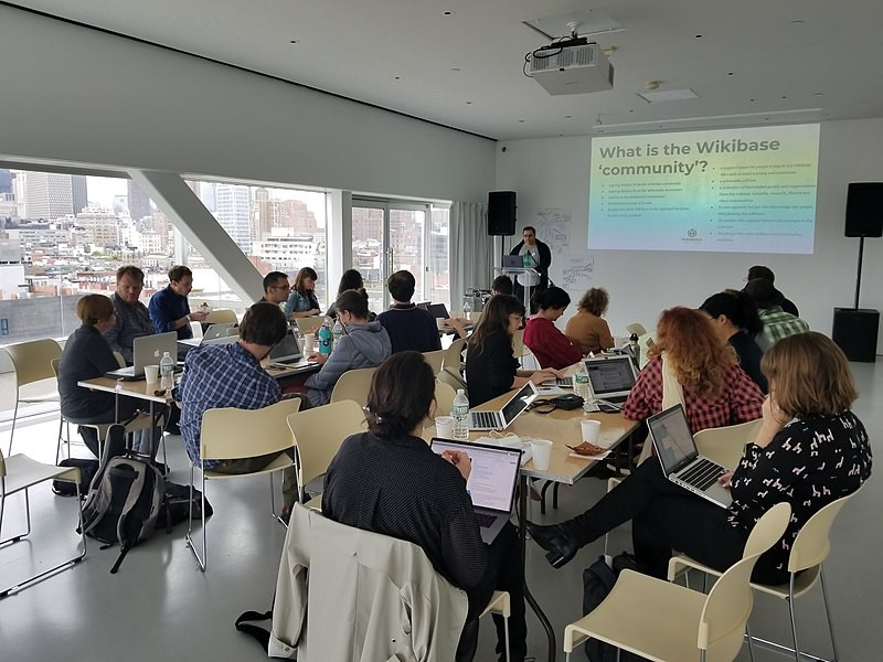 What is the Wikibase community? Jens Ohlig of Wikimedia Deutschland presents takeaways from the Sustainability workshop track at 2018 Wikibase Summit, hosted by Rhizome at the New Museum in New York City. Photo by BVershbow (WMF), CC BY-SA 4.0, from Wikimedia Commons