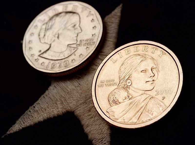 Picture of 2 U.S. $1 coins of Susan Anthony and Sacagawea
