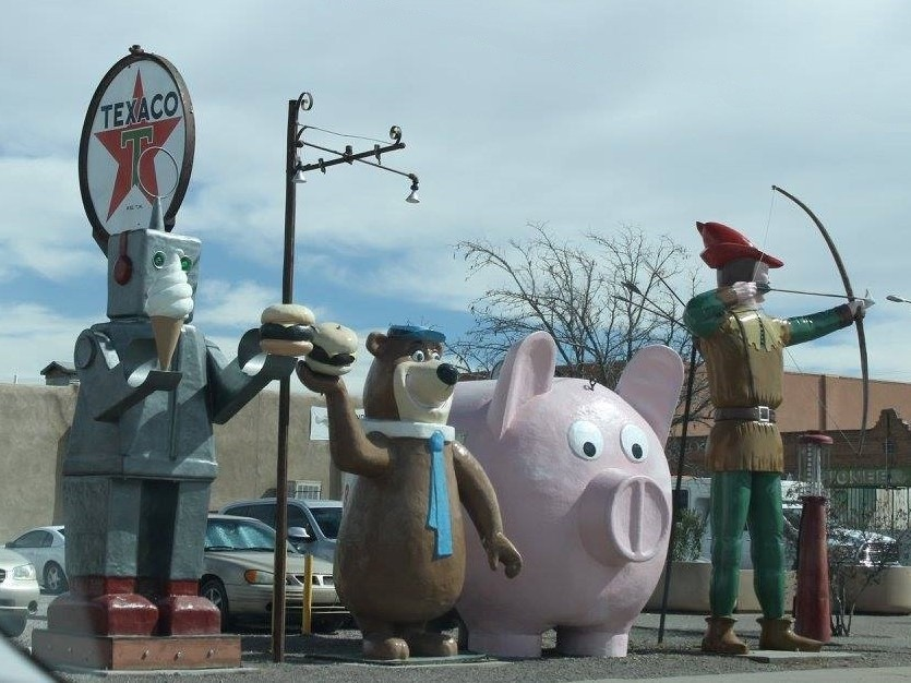Giant promotional statues of cartoon characters in New Mexico