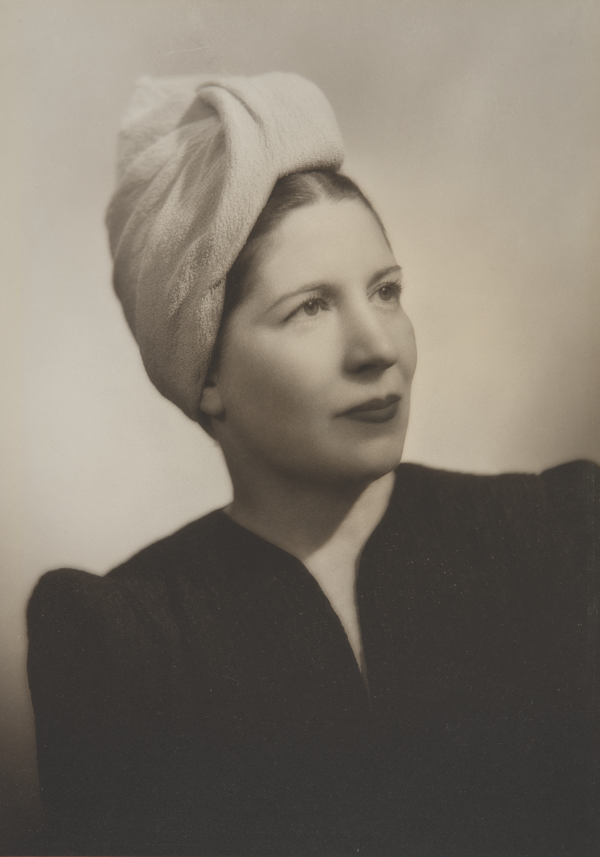 (Mergentime Family Archives via pinterest.ca profile.) Portrait photograph of artist Marguerita Mergentime in the 1930s.