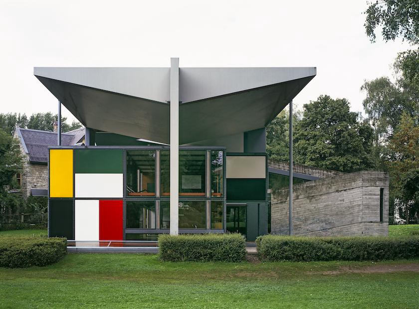 Now a gallery space for Le Corbusier's work, the pavilion sits below a floating roof. (Photo: Barbara Burg and Oliver Schuh,