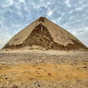 Wide crop of the whole pyramid.