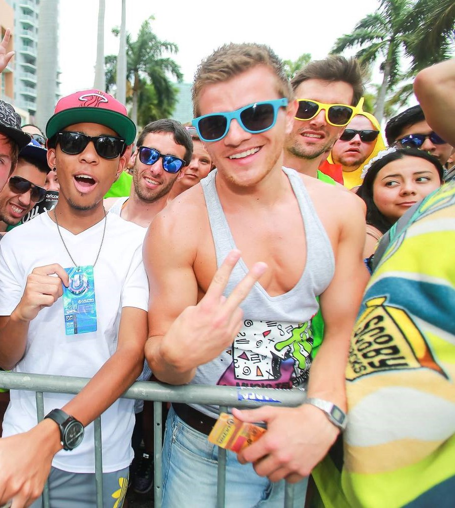 What to Wear to an EDM Music Festival Rave - Raveable - Medium