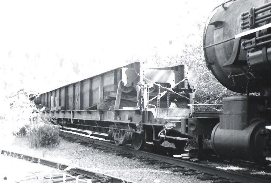Steam locomotive pushing a flatcar with turntable on top