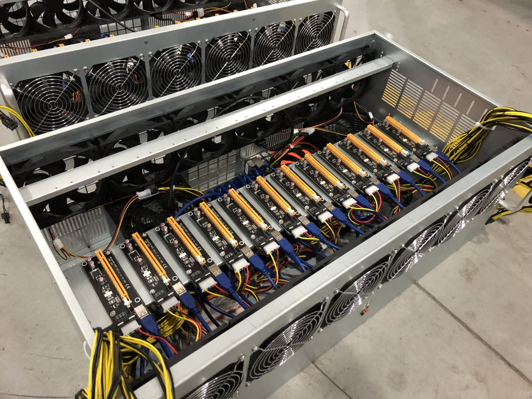 Building a 12 GPU Mining Rig with Sapphire RX570's & Simple Mining OS