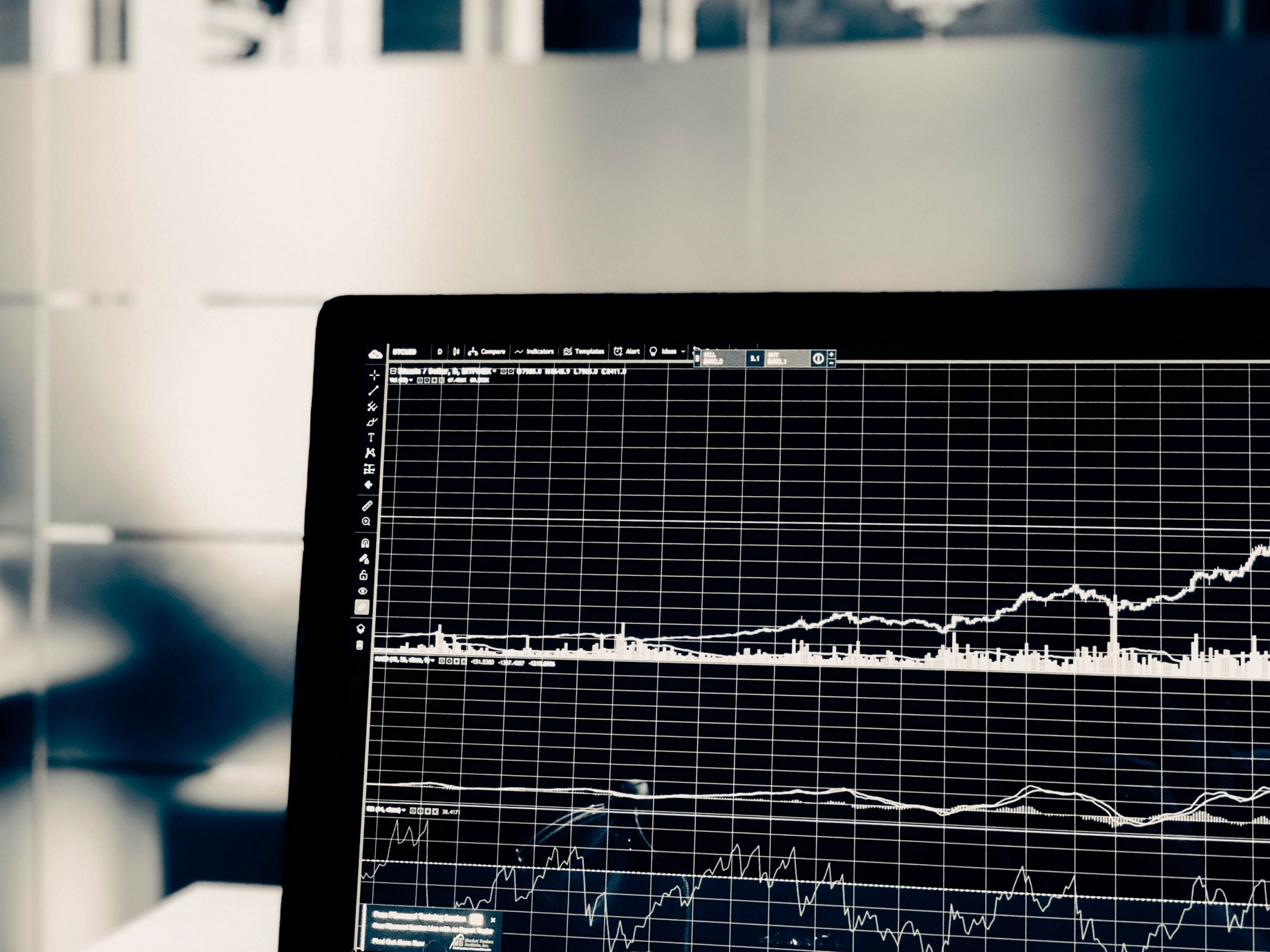 Assessing the risk of a trading strategy using Monte Carlo analysis in R