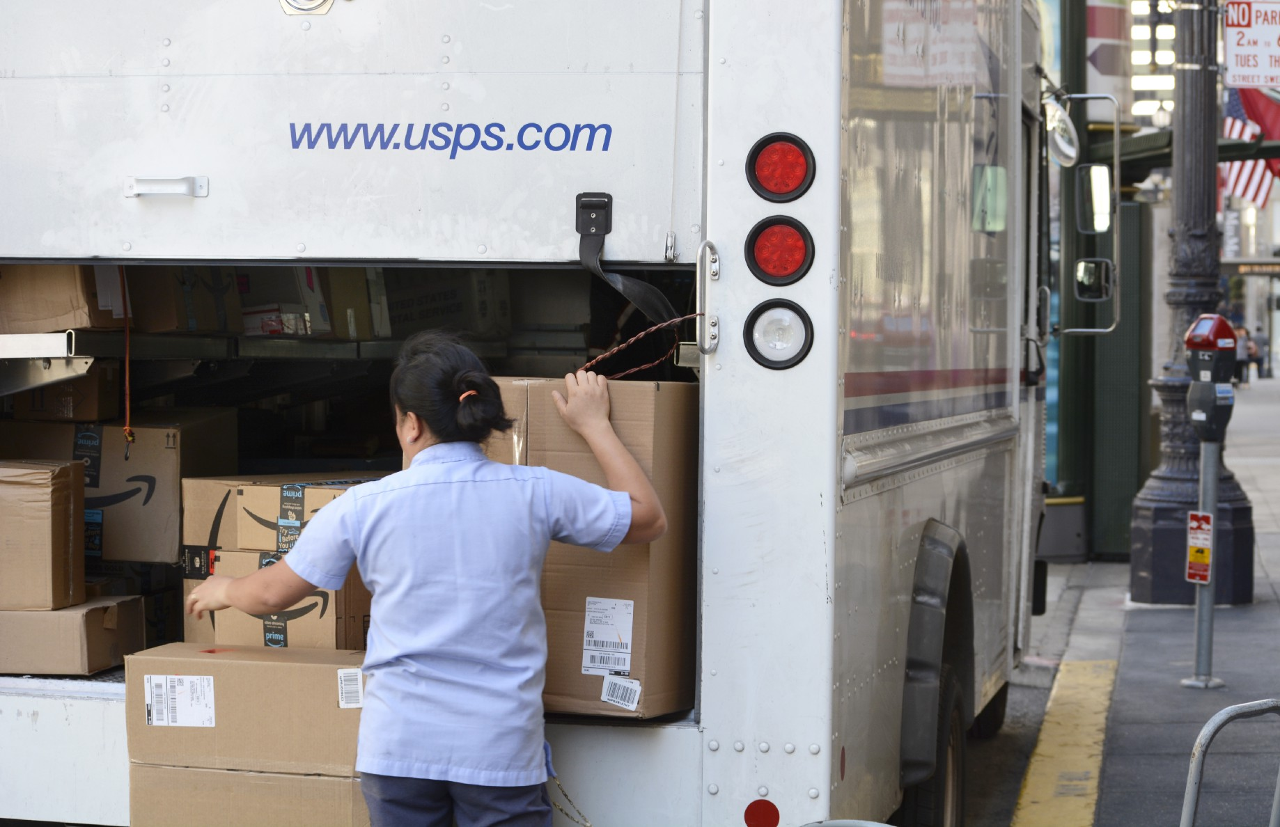 """Confessions of a U S  Postal Worker: """"We deliver Amazon packages"""