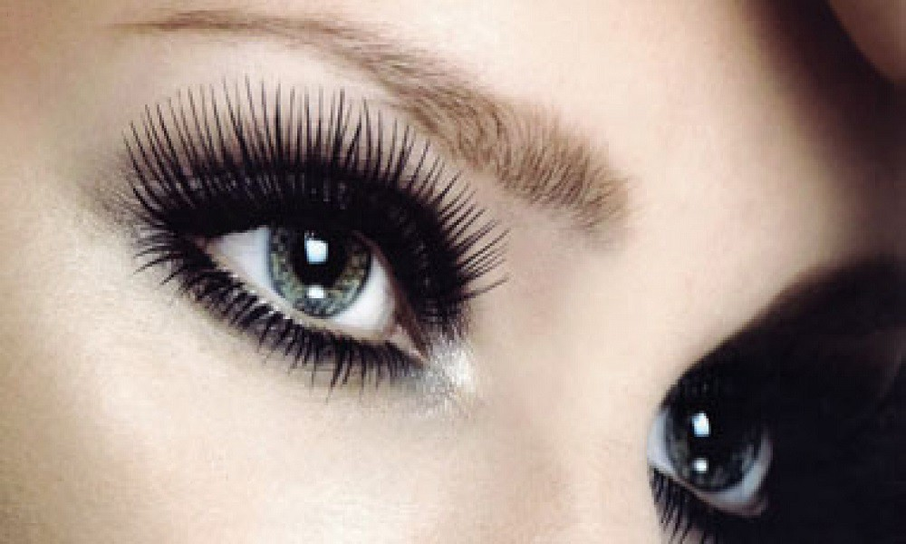 """6582685f92f Falsies can take your lashes further than any volumizing mascara can go.  However, if you want the ultra-glamorous look that says """"perfect,"""" there  are a few ..."""