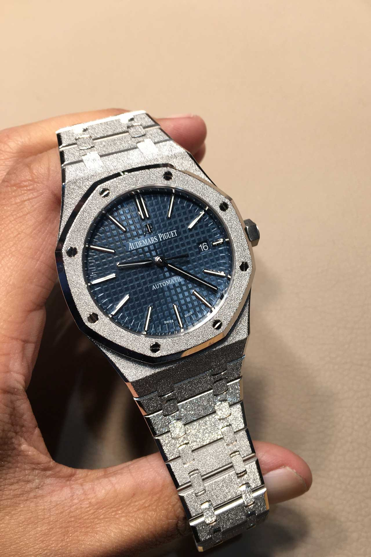 5098b9a10 AP Royal Oak Frosted Gold: Taking Rose Gold to a Whole New Level