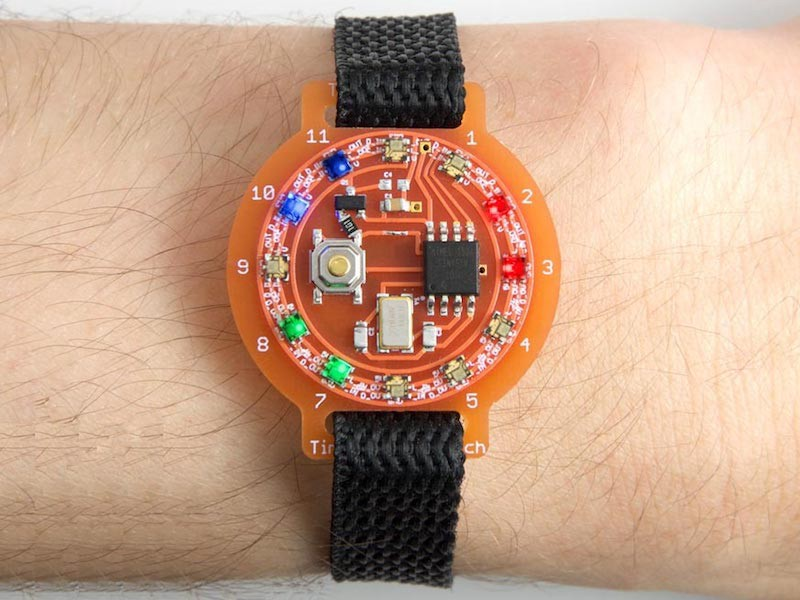 Tell Time with RGB LEDs Using the Tiny Colour Watch