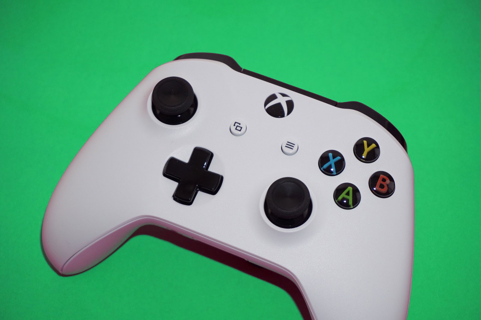 Does the new Xbox controller work with your phone or laptop?
