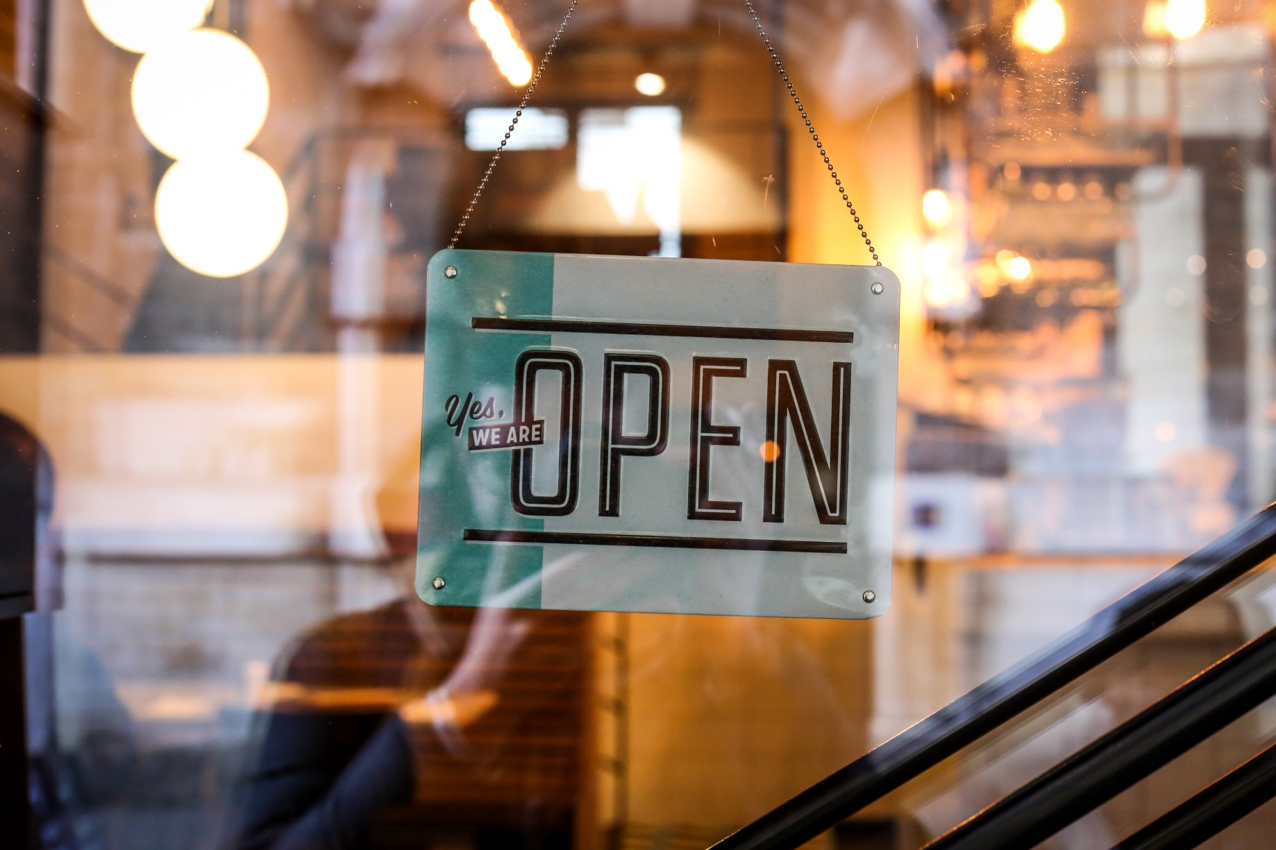 589f9b8bb3a7 Stores aren't going anywhere: what AI empowered customers really want