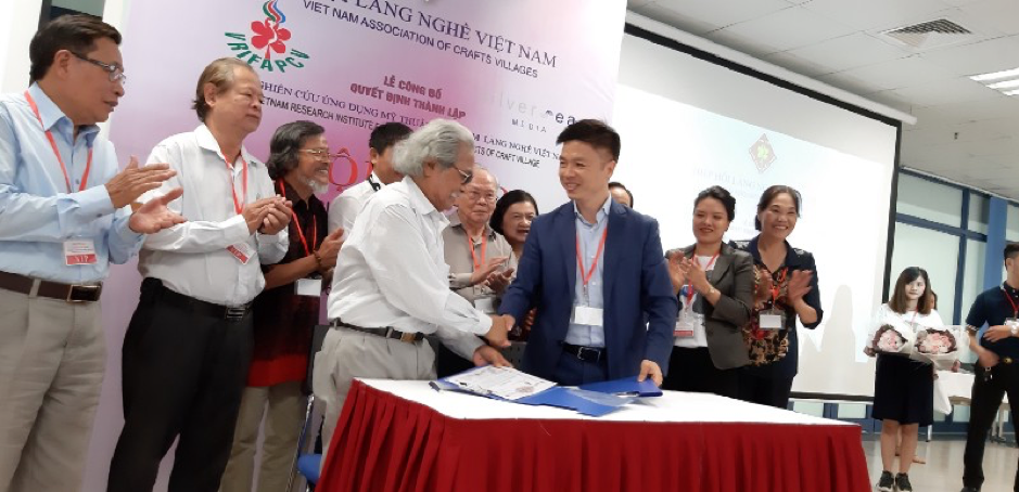 Silversea Media Group, Executive Vice President, Shawn Xu signed MoU with Mr. Dang Cong Ngoan, Director of Vietnam Research I