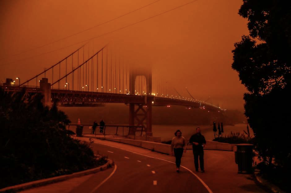 The entire Bay Area covered with orange sky and raining ashes as if it is Mars!