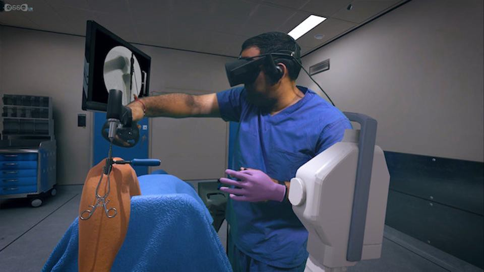How VR Saves Lives In The OR - Virtual Reality Pop