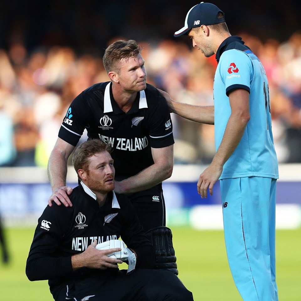 Martin Guptill being consoled by Jimmy Neesham and Chris Woakes