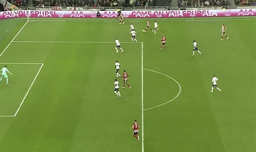 Screenshot of the position of players at the time of the offside decision, showing its impossible to tell with the naked eye