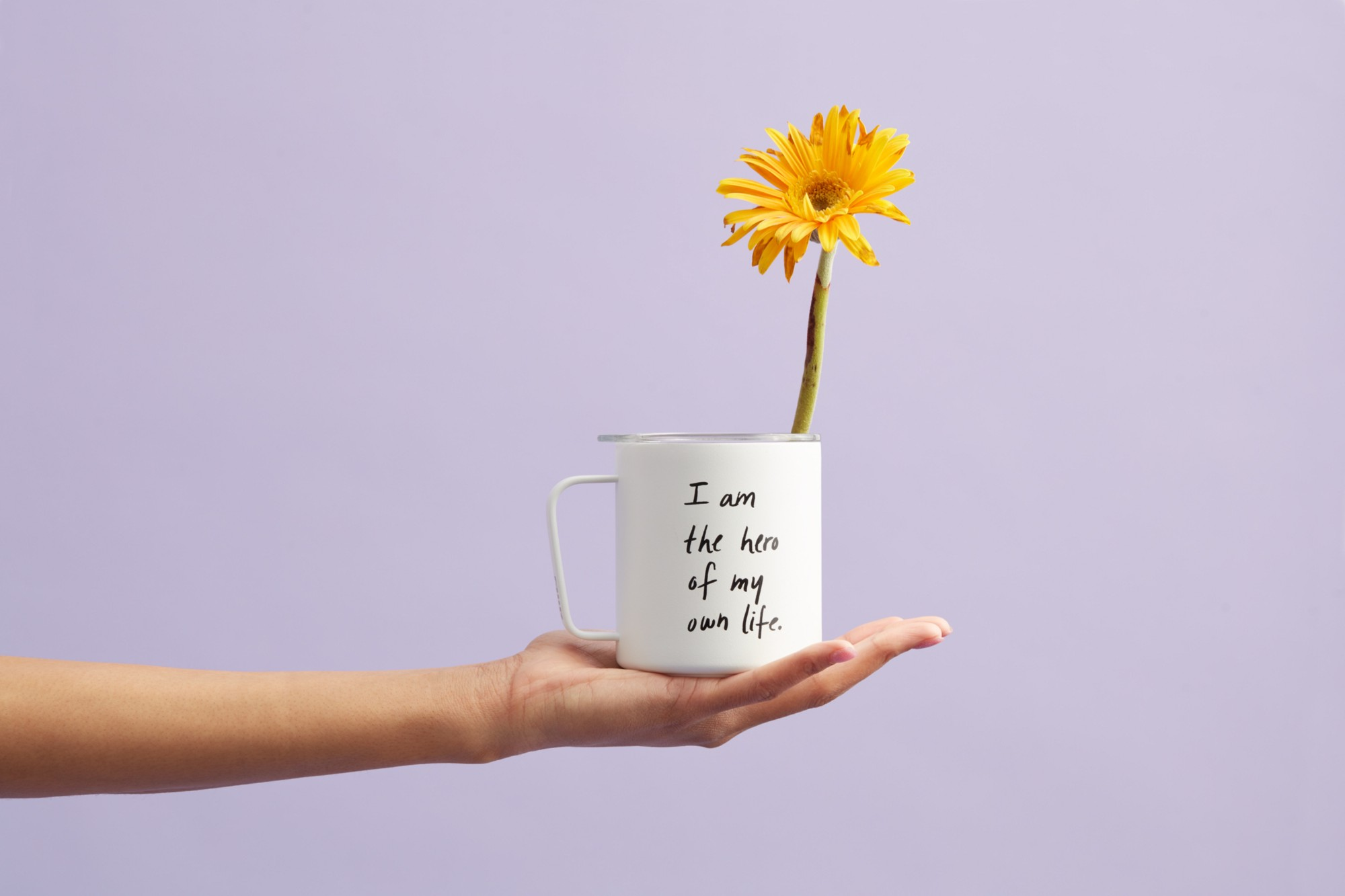 Flower in a mug with the words 'I am the hero of my own life'