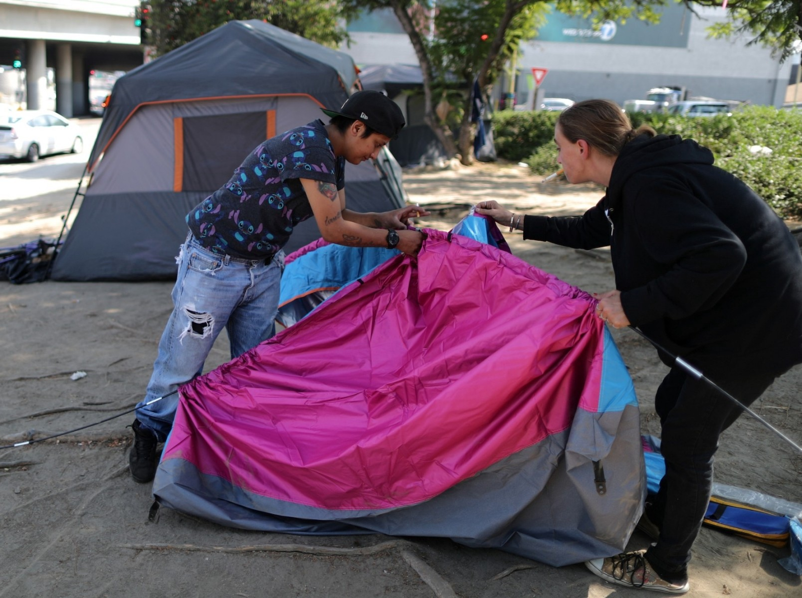 Christina Bojorquez and Kimberly Decoursey pitch a tent in Los Angeles, CA, October 14, 2019. Photo by Lucy Nicholson/Reuters